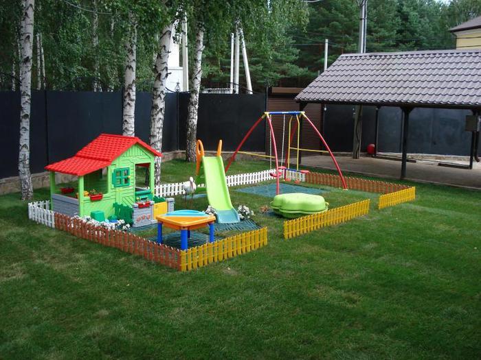 Красивая детская площадка