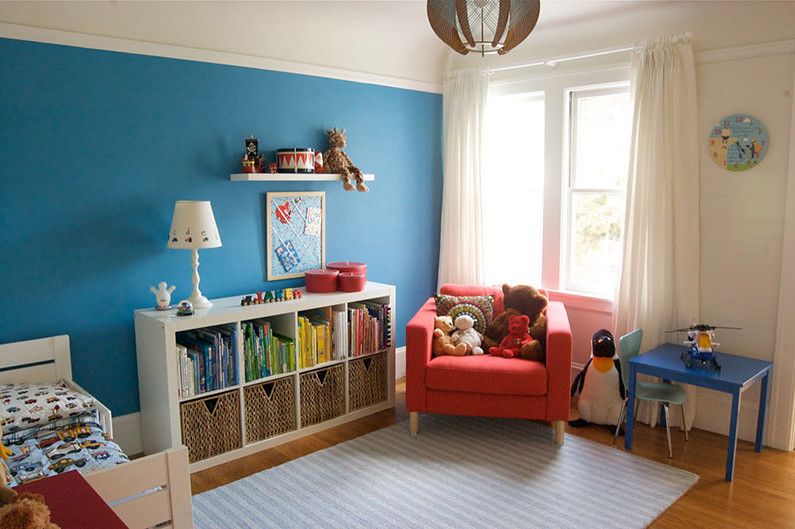 Удобный стеллаж для книжек и игрушек