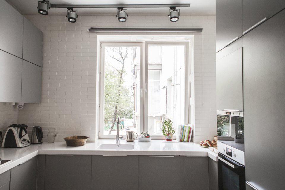 Подоконник как дополнительная рабочая поверхность на кухне