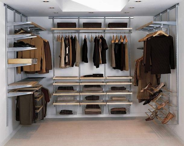 Пример размещения одежды и обуви в гардеробной