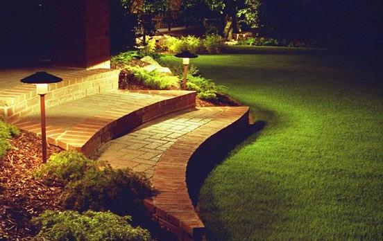 Подсветка лестницы в сад
