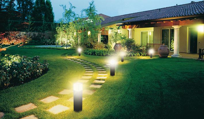 светильники во дворе дома