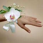 Браслет из орхидеи