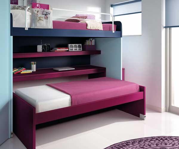 Спальное место для ребенка легко меняется на стол для учебы