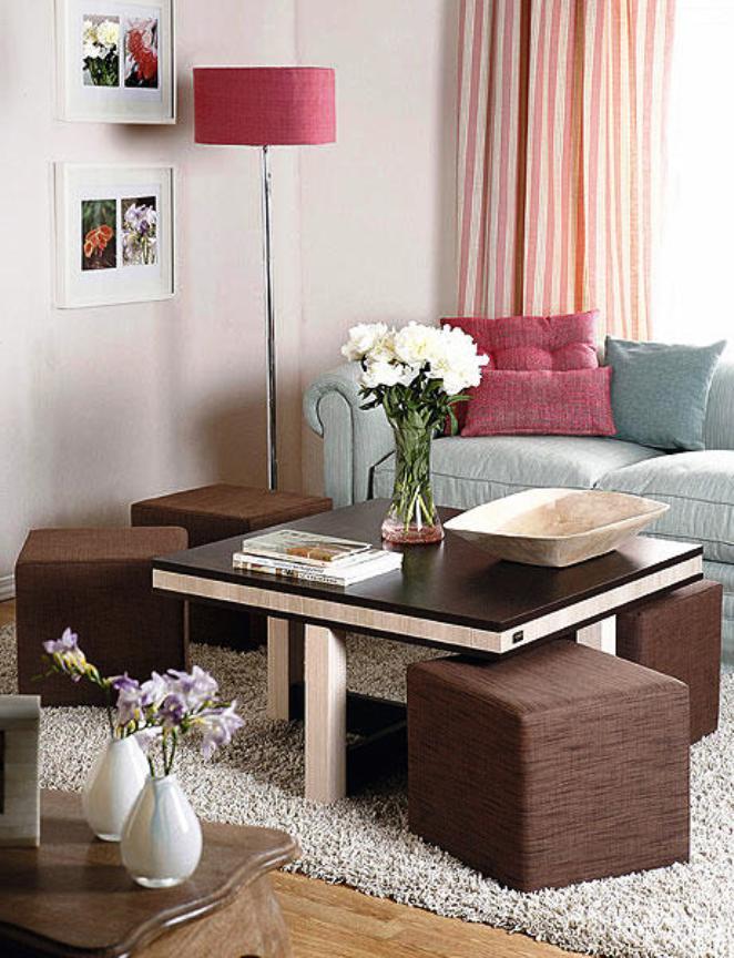 Пуфы могут заменить громоздкие стулья и легко прячутся под столешницу