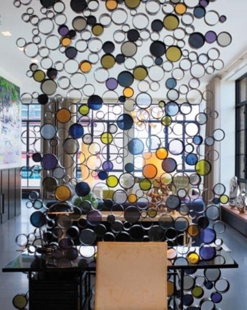 Разноцветные стеклянные пузыри создадут завораживающую игру света