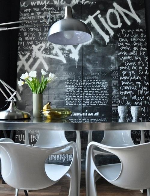 Стильная черно-белая графика в интерьере столовой