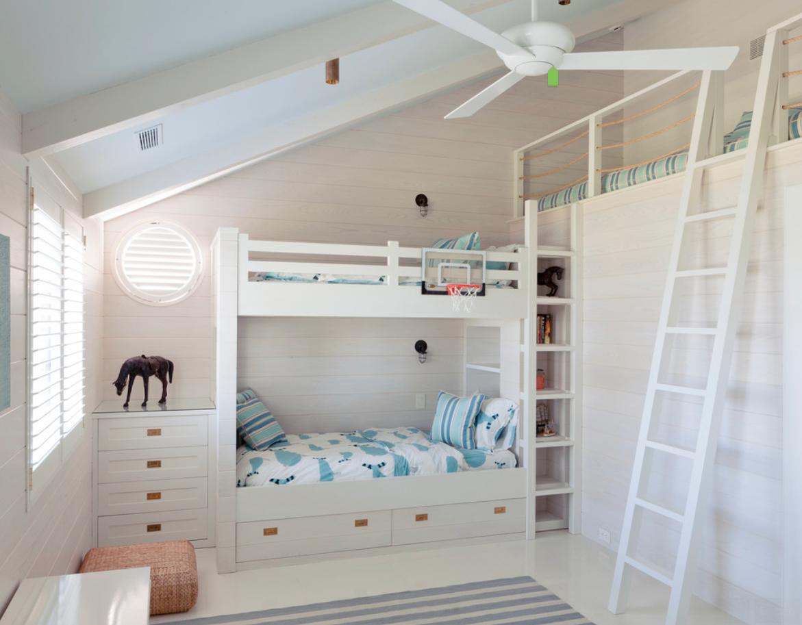 Морской дизайн мансардного этажа для двоих детей