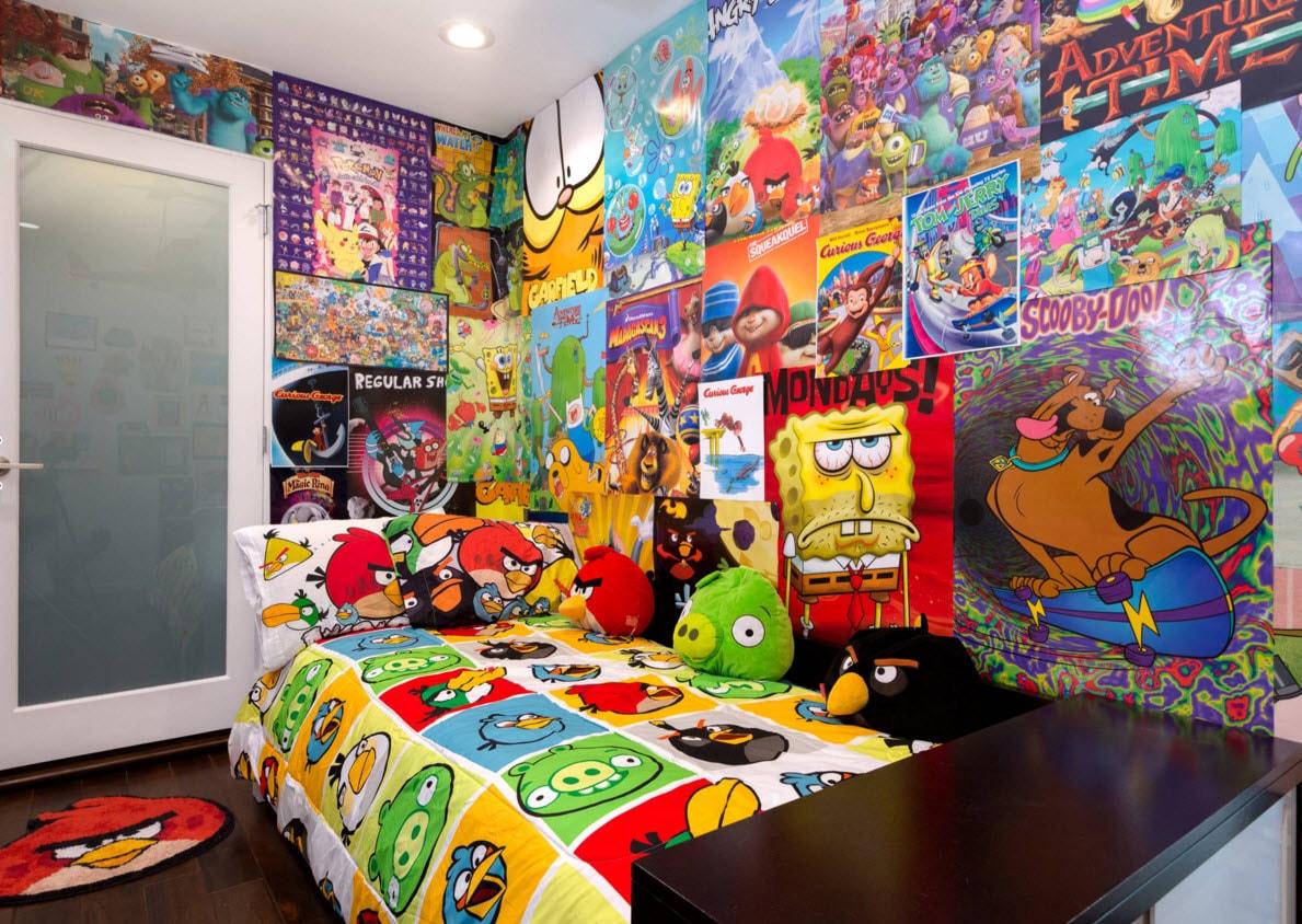 Яркая детская с мультяшными плакатами и текстилем