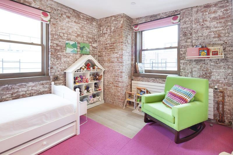 Уютная и просторная комната для девочки в стиле лофт