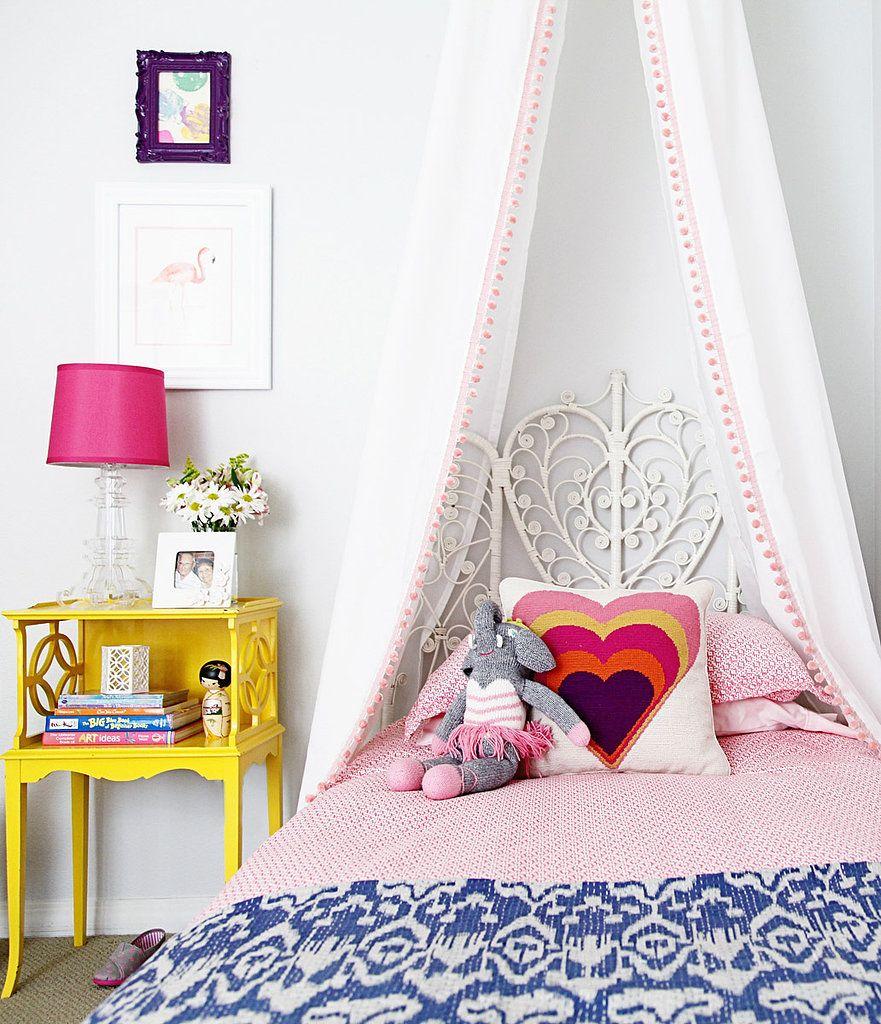 Полупрозрачный балдахин над кроватью